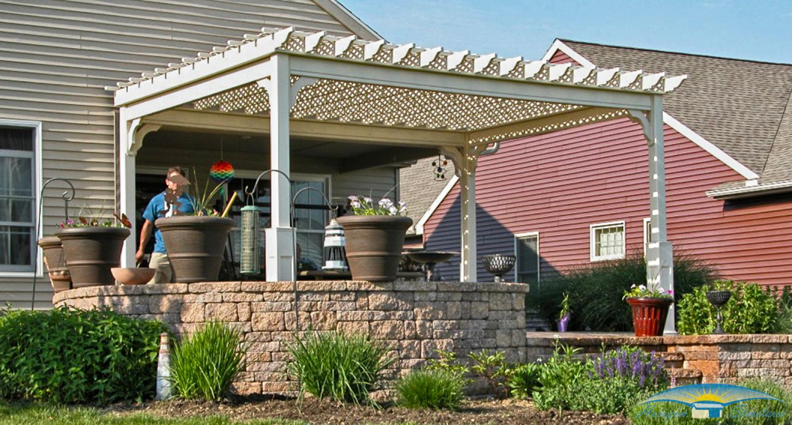 outdoor-living-pergoal-vinyl-lattice-roof-12x16